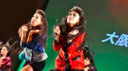 『ダンシング・ヒーロー』をバブリーな格好で踊る高校ダンス部がスゴい 平野ノラも「おったまげー!」