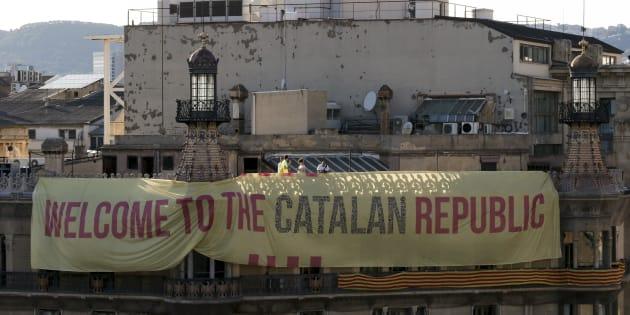 À l'approche du référendum en Catalogne, des millions de bulletins de vote saisis et des manifestants dans la rue