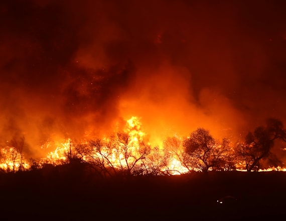 Strong winds pose fresh threat in Calif. wildfires