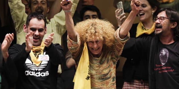 Ativistas celebram a aprovação da Lei Integral para os Povos Trans, em Montevidéu, Uruguai, nesta sexta (19).