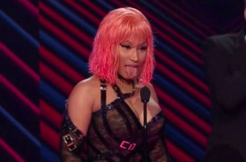67ca1c90586770 Nicki Minaj made 2 hilariously NSFW shoutouts during the People's Choice  Awards