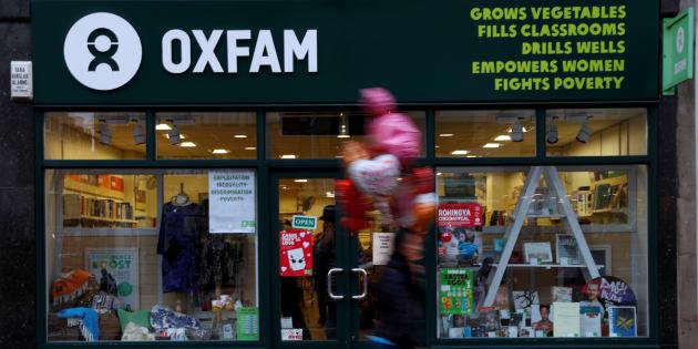 Una persona camina por una tienda de Oxfam, en Londres, el 12 de febrero de 2018.