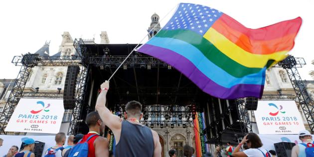 Le public à l'inauguration du village des Gay Games devant l'Hôtel de ville de Paris