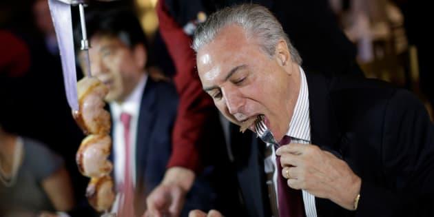 Temer festeja retomada de importações da carne brasileira na China.