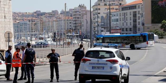 No local da detenção estiveram presentes peritos, que verificaram que não havia explosivos no interior do veículo.
