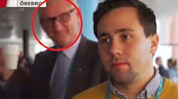 L'ex premier svedese ha trovato un nuovo lavoro: il photobombing (e si diverte