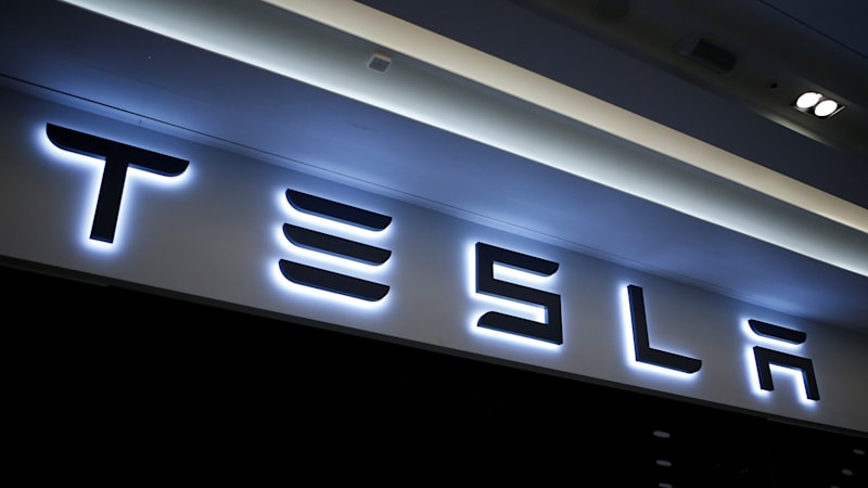 Tesla 'long haul' electric semi truck will reportedly go 200-300 miles per charge