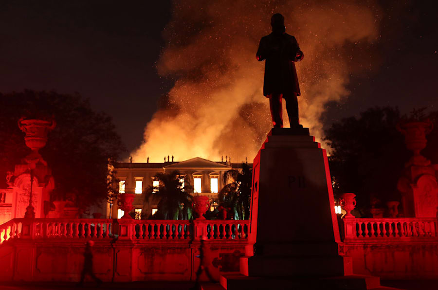 Flames spread behind the Statue of D Pedro II at the Quinta da Boa Vista National Museum.