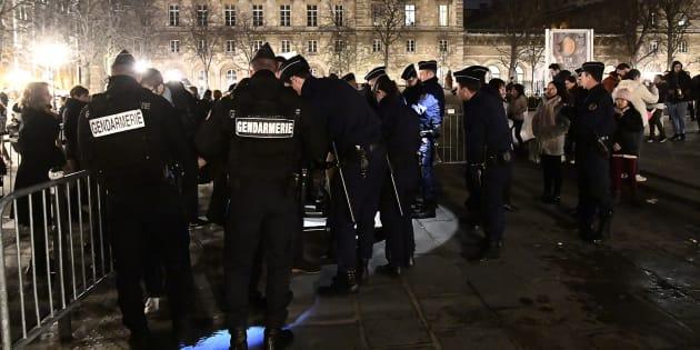 Nouvel An 2016: 300 interpellations pour des agressions contre les forces de sécurité en France