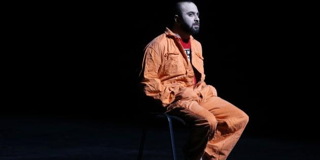 """Le dramaturge et acteur Ismaël Saidi, ancien policier, joue sa pièce """"Jihad"""" au théâtre de Valenciennes, le 4 janvier 2017."""