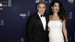 Amal Clooney bien accompagnée et bien enceinte aux