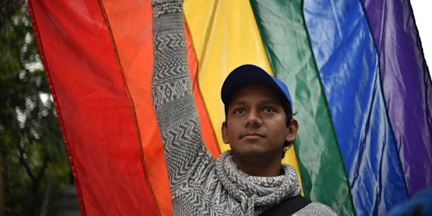 Integrantes de la comunidad LGBT se reunieron afuera del Poder Legislativo local para exigir a los diputados que votaran a favor de las reformas