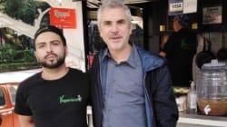 Captan a Alfonso Cuarón echándose unos tacos en