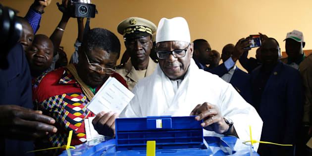 Le président sortant du Mali, Ibrahim Boubacar Keita, vote à Bamako