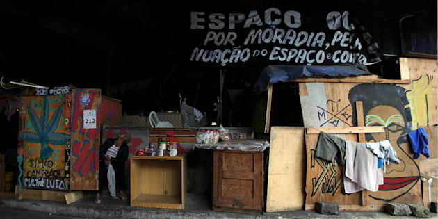 """""""Um senhor negro com história operária, um jovem católico e usuário de crack, uma universitária da USP que participa do movimento hip hop e um pastor evangélico não pensam a política da mesma forma. E todos eles moram numa mesma rua, de um bairro periférico de São Paulo."""""""