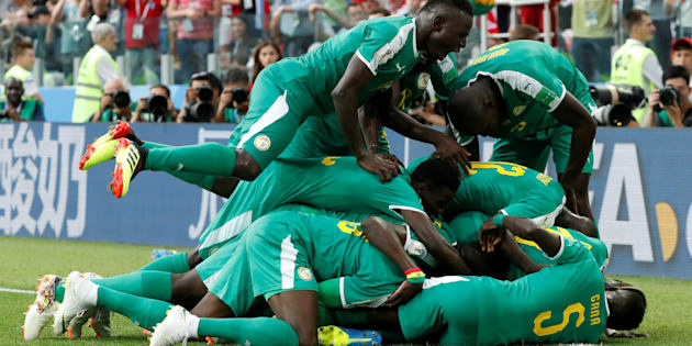 Senegal surpreendeu a favorita Polônia e venceu com autoridade no encerramento da primeira rodada do Grupo H da Copa da Rússia.