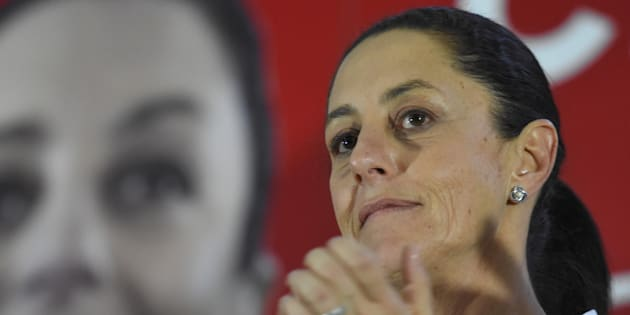 Claudia Sheinbaum, candidata de Juntos Haremos Historia, aplaude durante una reunión de campaña en la Delegacion Benito Juárez.