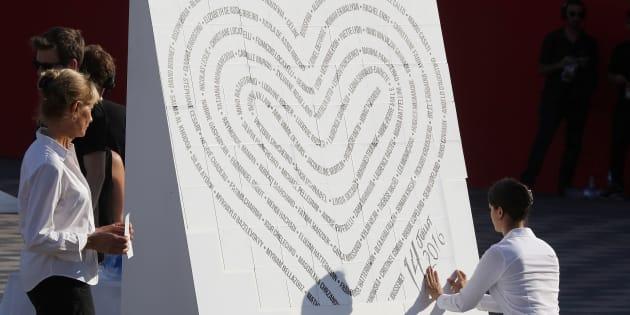 Un coeur symbolique composé des noms des 86 victimes de l'attentat de Nice du 14 juillet 2016 a été créé lors de la cérémonie commémorative du 14 juillet 2017.