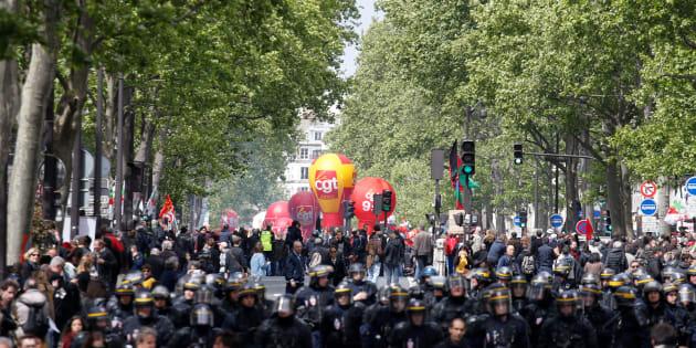 Dans les rues de Paris le 1er mai 2017.