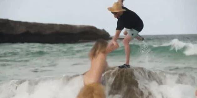 La chute de Kate Upton pendant son shooting pour le Sports Illustrated Swimsuit 2018