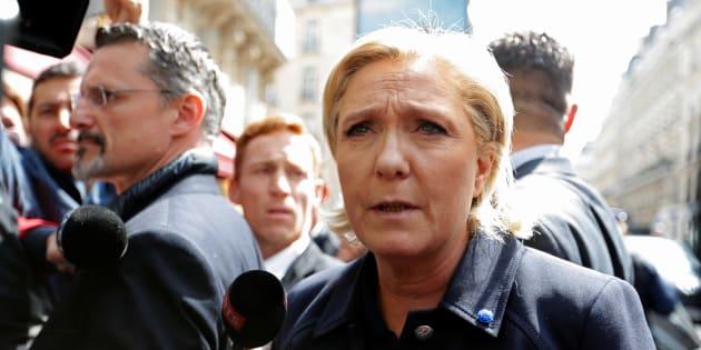 Marine Le Pen, arrivant à son siège de campagne à Paris, le 28 avril 2017.