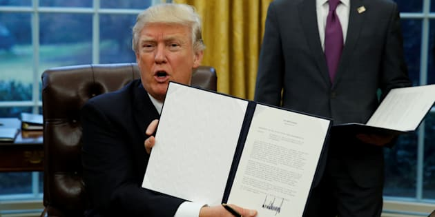 Comment marchent ces décrets que Trump signe sans que personne ne semble pouvoir l'arrêter?