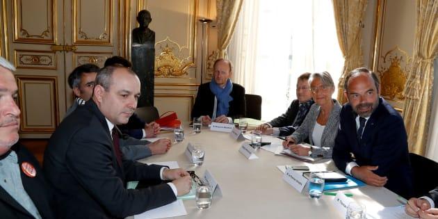 Le secrétaire général de la CFDT Laurent Berger (gauche) avant un rendez-vous avec le Premier ministre à Matignon, le 7 mai.