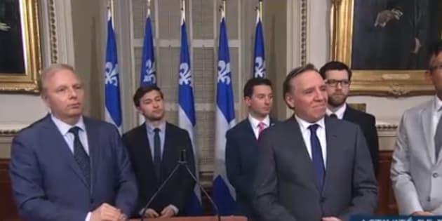 Jean-François Lisée, Gabriel Nadeau-Dubois et François Legault lors d'une conférence de presse, mercredi matin.