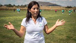 La entrenadora que empodera a niñas mazahuas con el