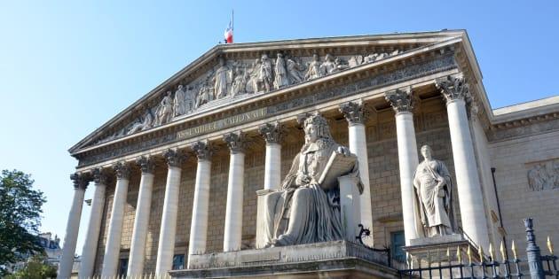 """Quatre œuvres d'art """"portées disparues"""" à l'Assemblée nationale, une enquête ouverte."""