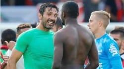 Buffon a échangé son maillot avec un attaquant de Guingamp et ça n'avait rien d'un