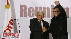 Ebrard regresa a la política para ayudar a AMLO a