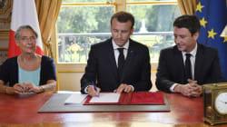 Macron se met (encore) en scène pour promulguer la réforme de la