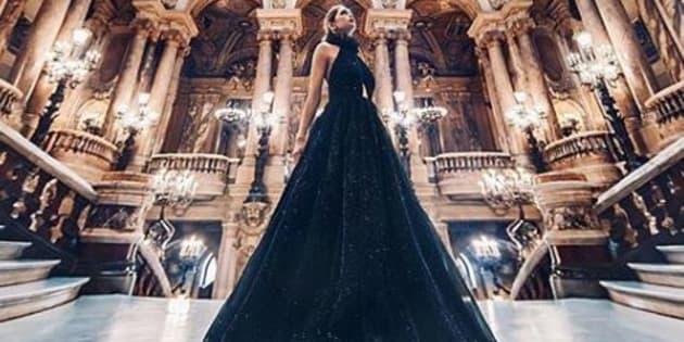 Cette artiste photographie des femmes vêtues de robes magnifiques dans des lieux merveilleux