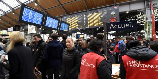 Dans la gare de Saint-Lazare à Paris le 26 avril 2016.