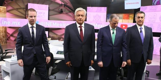 En las últimas encuestas que se publican de cara a la elección del 1 de julio, Andrés Manuel López  Obrador aventaja en 32, 31 y 24 puntos a su más cercano competidor en los ejercicios publicados por El Financiero, Parametría y Reforma, respectivamente.