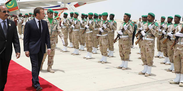 Emmanuel Macron à son arrivée en Mauritanie ce lundi 2 juillet