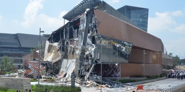 Una parte de Plaza Artz Pedregal se derrumbó el jueves 12 de julio; hasta el momento no se registran pérdidas humanas.