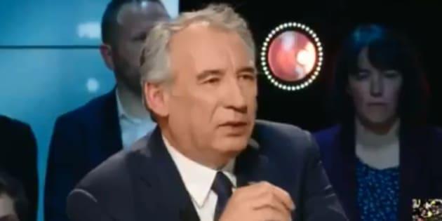 """Gilets jaunes: favorable au RIC, Bayrou donne des pistes """"imaginables"""""""