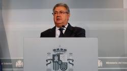 Zoido culpa a Puigdemont de alentar el acoso a policías y guardias
