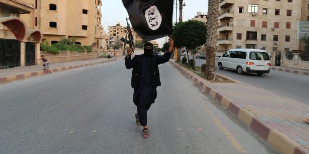 Photo d'illustration: un jihadiste de Daech à Raqqa en 2014.