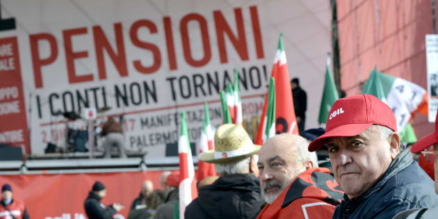 ROME, ITALY - DECEMBER 02: Demonstration of CGIL union for pensions and work against government policies, on December 2, 2017 in Rome, Italy. (Photo by Simona Granati - Corbis/Corbis via Getty Images)