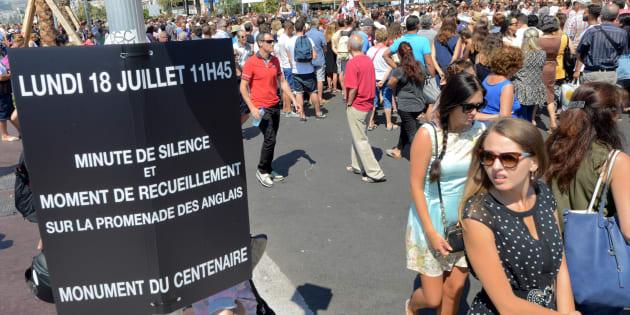 La Promenade des Anglais le 18 juillet 2016, peu de temps avant la minute de silence en hommage aux victimes de l'attentat de Nice.