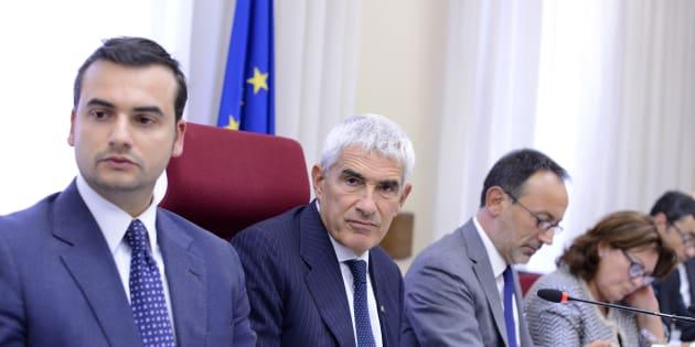 Banche, relazione Commissione approvata a maggioranza