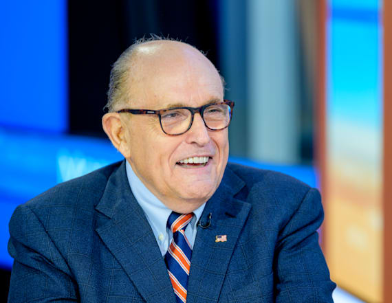 Trump backs Giuliani amid lobby violation reports