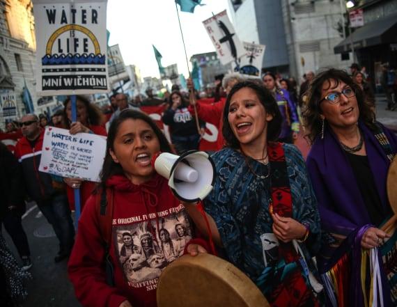 Judge orders Dakota pipeline shut down for review