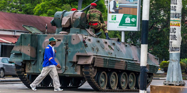 Militares de Zimbabwe ingresan con tanques a la capital