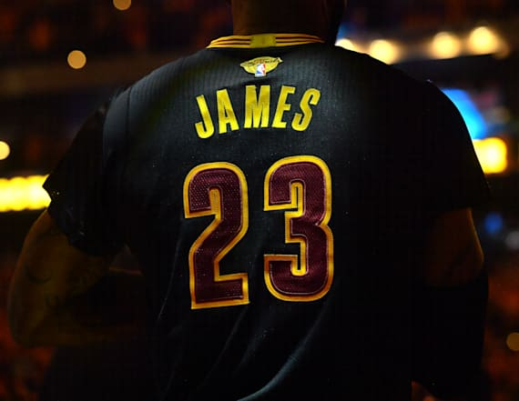 LeBron, Cavs have second-best selling jerseys