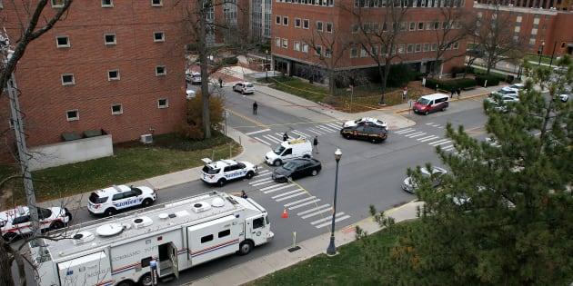 Des policiers sécurisent l'Université de l'Ohio le 28 novembre 2016.