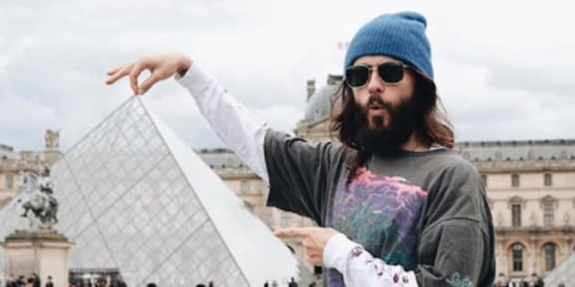 Jared Leto improvise un concert au Louvre — Paris